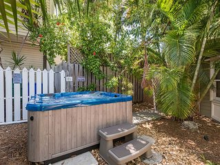 Pelican Suite - Secluded Studio w/ 3 Hot Tubs On Site. Steps to Duval St!