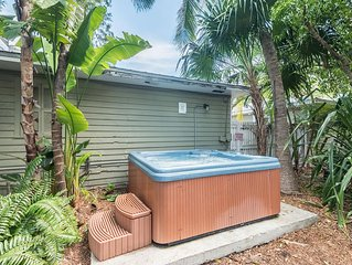 Ibis Suite - Private Hideaway w/ Shared Hot Tub & Grill. One Block from Duval