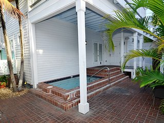 Banana Split Suite - Delightful condo in the heart of Old Town!