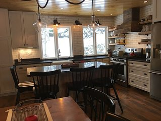 Beautifully Renovated Slopeside 5BR, 3 Bath Condo Sleeps 10+