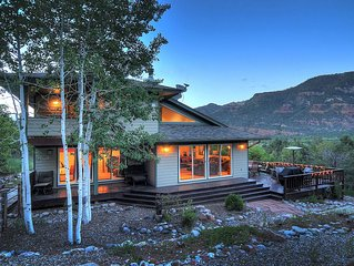 Beautiful Estate Home! Unbelievable Views.1 Mile N. of Durango with Hot Tub!