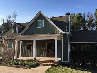 Modern 4BR Lakefront Home in Hartwell