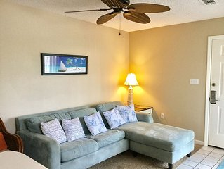 Condo 2 Bedroom, 2 Bath Sleeps 6, Steps From The Beach, Across from Water Park