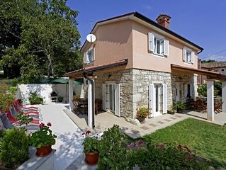 Newly built house, spacious and modern, with a beautiful garden and wo