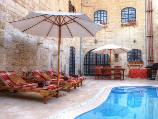 Id-Dwejra Character House with Luxury Pool and Jacuzzi, near St Peters Pool Bay