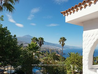 Close to Puerto de la Cruz, 1.700 m2 Garden with Infinity Pool near a Restaurant