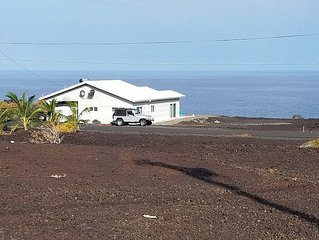 "Absolute Ocean Front Home at Sea Level Hale Hokulani ""House of the Heavenly Star"