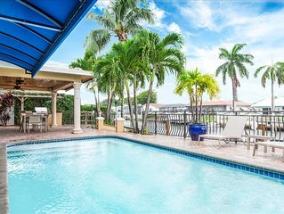 Palm Villa: New Remodel / Waterfront / Salt Water Pool!
