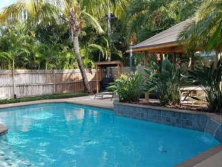 Lido Breeze - 1/2 Block From Beach - Private Pool