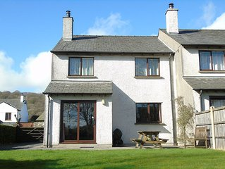 Torver: modern, dog-friendly, garden, parking, sleeps 6 - 3 bedrooms 2 bathrooms