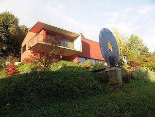Chardonne (Mont Pelerin): Large, modern house design
