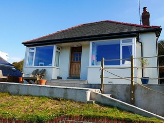 Bungalow in quiet location with sea view, dogs welcome, private garden