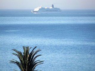 excellent luxury condo 3 bedrooms / 3 bathrooms / 2 large terraces / sea front