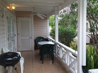 GREAT PRICES!! Excellent Location, Comfortable Apt, 100m from a Stunning Beach