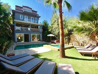 5* Contemporary Villa, Heated Pool, Whirlpool, BBQ Terrace, Home Cinema, Wifi