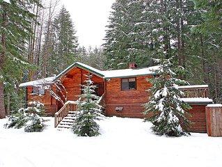 Hot Tub - Luxury Lodge near Mount Rainier & Crystal Mountain