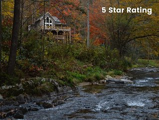 RUSTIC MEETS LUXE-Gated community-5 miles from App.Trail-35 min from Asheville