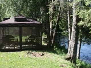 QUIET AND COZY LOG CABIN, STEPS TO THE RIVER IN BEAUTIFUL NORTHERN WISCONSIN!