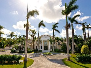 Stunning 4 bedroom retreat w/pool, golf cart, nearby beach access boat dock