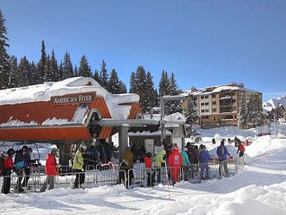 1 bedroom plus loft, top floor condo. Ski-in, Ski-out Copper Mountain!