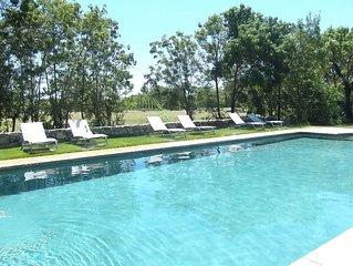 Mas de 4 chambres  classe 4 etoiles dans un domaine avec piscine chauffee