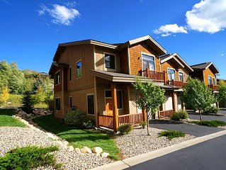 Brand New Luxury 3 BR/3.5 BA Townhome, Rent 3nts, Get 4th Free