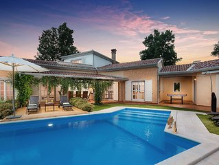 Luxurious Villa Chantilly with Swimming Pool and BBQ