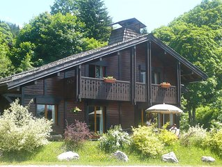 Beautiful 5 Bedroom Chalet, With Sauna and  Near Lift. Sleeps 10-12