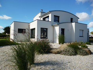 Contemporary house with sea view, spa, beach 2 minutes