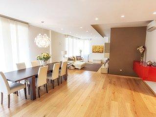 Central design family apartment 200 sqm