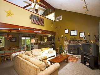 Relaxing Pocono Get Away (3BR/2Bath, Loft, Hot Tub, A/C)