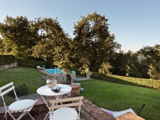 Family size cottage with view over Chianti hills in silent and unique setting