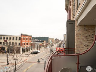 Fountain View: 2 BR Condo w/ Great Downtown & Channel Views (Sleeps 6)