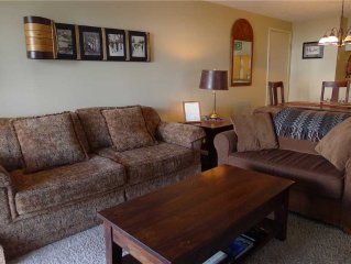 Outdoor Heated Pool and Hot Tub, On Shuttle Route! Sleeps 9!