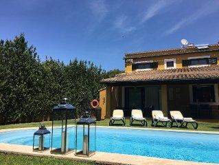Bonito Chalet con piscina, aire acondicionado y WIFI. Tranquilo y cerca del mar