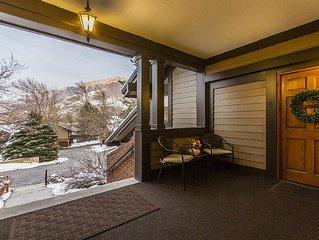**Comfortable, spacious, private & quiet Canyon Racquet Condo NEW $10k HOT TUB