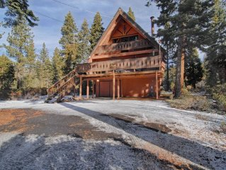 Sleeps 12! Pet Friendly! Wood Burning Fireplace! Near Northstar!