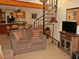 SS90 Inviting Condo w/Fireplace, Clubhouse, Wifi