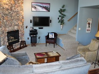 TLB2 Charming Condo w/Wifi, Common Hot Tub, Mountain Views, Fireplace