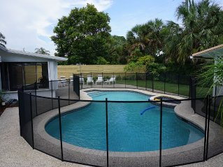 Endless Tropical Summer Nights & Fun in the Sun w/Private Pool 1 mile from Beach