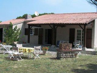 Belle maison à 5mn de la plage,10mn du marché et centre, sur jardin  clos 1200m²