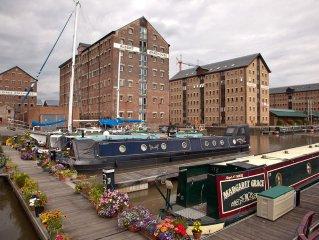 Docks Warehouse Apartment Sleeps 4