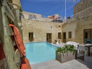 Highly Renovated In March 2015 Ta Rozamari Character House With Pool And Hot Tub