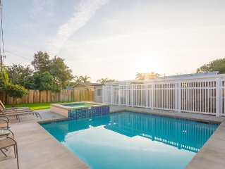 End of Summer Special! Big Beautiful 5bed/3bath/Pool/Spa! 1Mi. to Disney