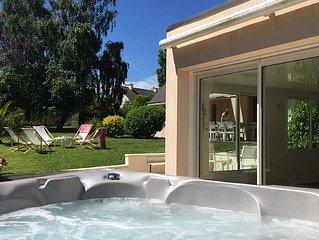 LA BAIGNADE PAIMPOLAISE : piscine  intérieure chauffée  & JACUZZI privatifs
