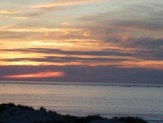 appartement T2 situe en front de mer, tres belle vue sur les couchers de soleil