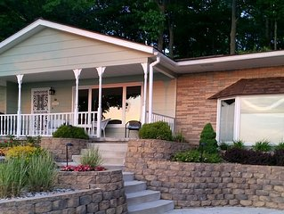 Lakefront Vacation Cottage Ideal For Families And Multiple Friends