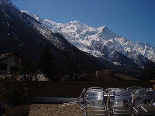 Central Chamonix flat with private terrace and stunning views