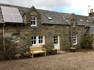 Tastefully upgraded traditional cottage, stunning location, walk to Aberfeldy