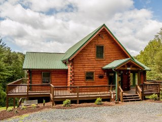 Spacious Lodge with Views - Fireplace - Hot Tub - Wi-Fi - Pool Table